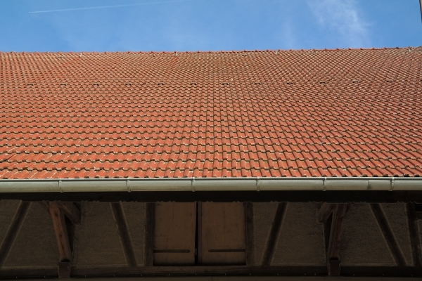 A clay tile roof's gutter system