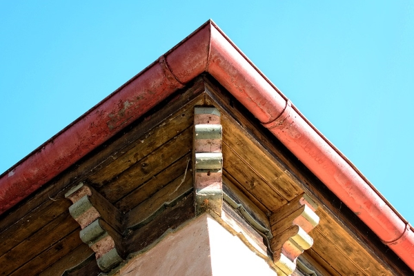 a variant of the old-style half round gutter system