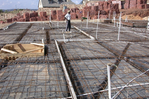 roofers preparing flat roof for concrete slab pouring