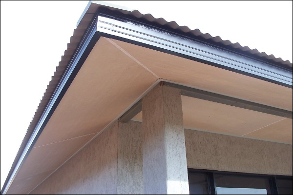 white soffits underneath a newly-constructed house